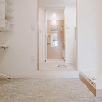 ランドリーコーナーが広々ととられているのもこのお部屋の特徴!短い動線で家事が行えます。※画像はモデルルーム、家具や調度品は付属しません