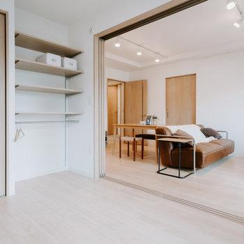 引き戸は全て「引き込み式」で、開口部が大きくとれるのが嬉しいです。※画像はモデルルーム、家具や調度品は付属しません