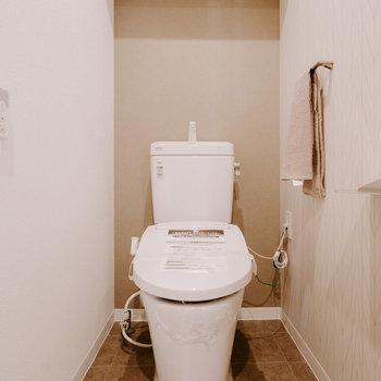 トイレはこちら。ウォシュレット付きですよ。