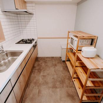 ゆったりとしたスペースがとられているので、家族みんなで料理ができそう。※画像はモデルルーム、家具や調度品は付属しません