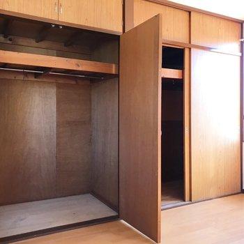 【上階・洋室9.75帖】たっぷり収納。