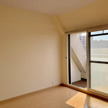 【洋室4.5帖】観葉植物を窓際に置きたいなぁ。※写真は前回募集時のものです。