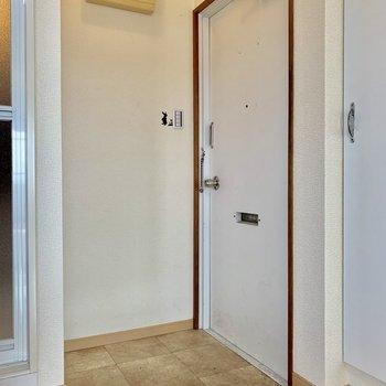台形方の玄関は少しコンパクト。※写真は前回募集時のものです。