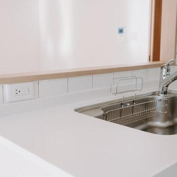キッチン左側には、コンセントがあり、食洗機を置くことができるよう計算されています。
