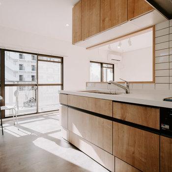 こちら、こだわりのキッチンです。