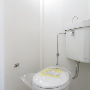トイレは個室になってます。