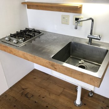 コンパクトながら調理場を確保です。※写真は前回募集時、清掃前のものです