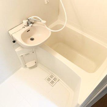2点ユニットのバスルームはお手入れがしやすそう。