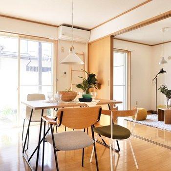左右に大きな戸があるので、大物家具は中心に寄せると良いですね。