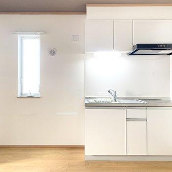 【LDK】キッチンのお隣には冷蔵庫や電子レンジを置けますね。