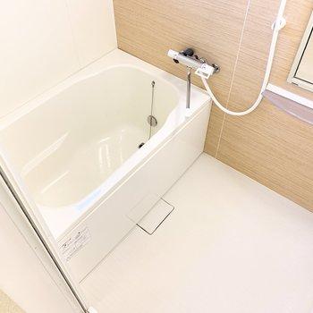 バスルームは追焚機能、浴室乾燥機つき!