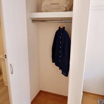 【2F洋室】コンパクトなので、お部屋の収納を工夫したいですね。