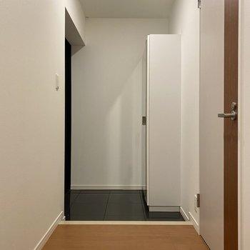 広々とした玄関。傘立てにもこだわりたい。