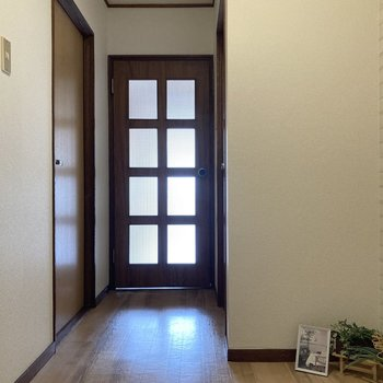 廊下へ。※写真の家具・小物は見本です