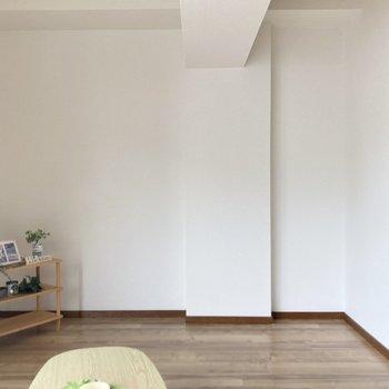 ソファー置くのに良さそうなスペース。※写真の家具・小物は見本です