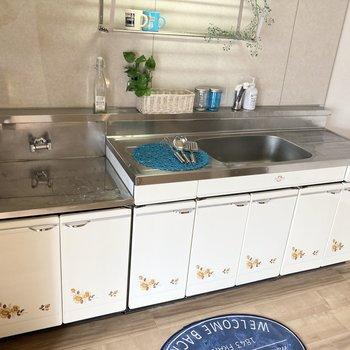 作業のしやすい大きなキッチン。※写真の家具・小物は見本です