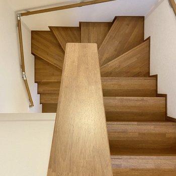 階段を見下ろすとこんな感じ。