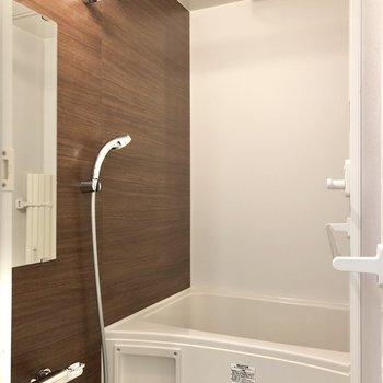 浴室乾燥機付きです。※写真は1階の同間取り別部屋のものです