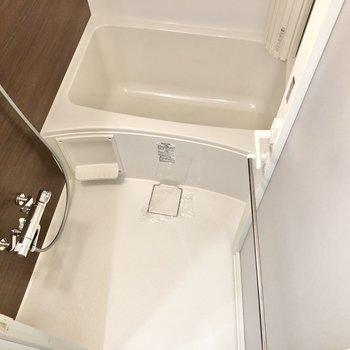洗い場もゆったりしていますよ。※写真は1階の同間取り別部屋のものです