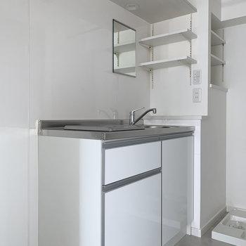 上下に収納のあるキッチン。