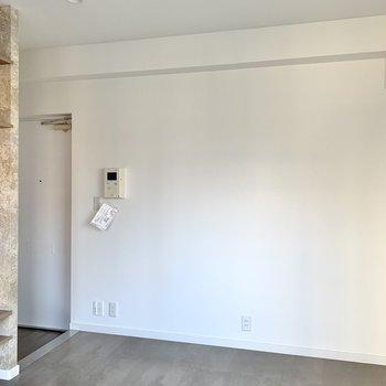 家具を置く際は壁に寄せる意識で。