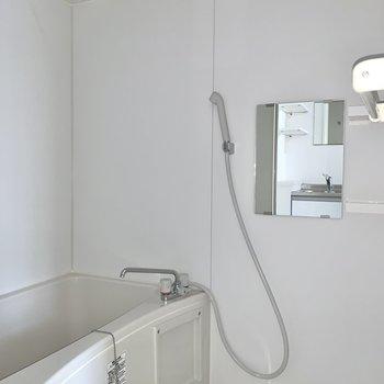 浴室は乾燥機付きですよ。