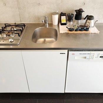 キッチンは調理スペースもゆったり。※写真は1階の反転間取り別部屋のものです。2021年1月下旬、先行申込可能のお部屋です。
