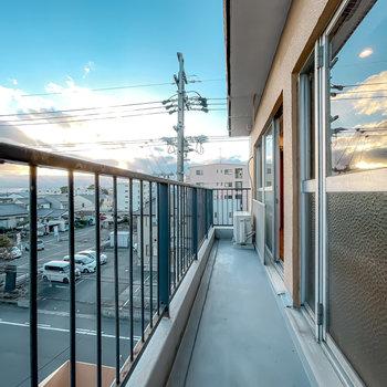 実は、最上階の角部屋なので、景色も素敵なんです……!