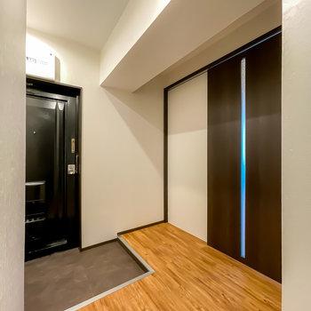 玄関スペースはとっても広いので、追加で棚なども置けますよ。