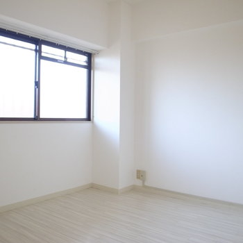 廊下に面した洋室はワークスペースや子供部屋に。