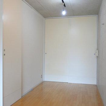 扉も大きくて迫力あるの。(※写真は7階の同間取り別部屋のものです)