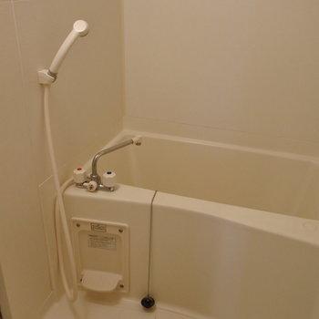お風呂はシンプルコンパクト。(※写真は7階の同間取り別部屋のものです)