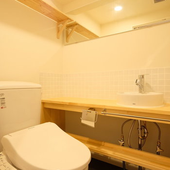 【イメージ】トイレにはコンパクトな洗面台があります