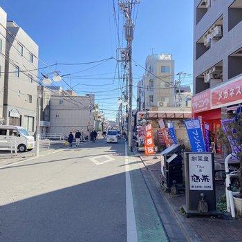 駅前はお店がいくつかありました。
