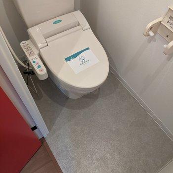 温水便座機能付きのトイレです。