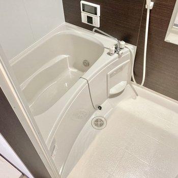 お風呂は追い炊き・浴室乾燥機・テレビモニター付き!