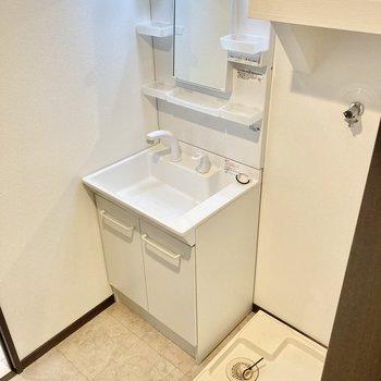 しっかりめの独立洗面台が嬉しいですね。