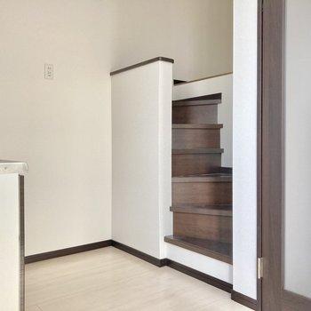 キッチン後ろからロフト部分へ行って見ましょう。