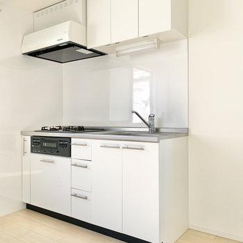 【LDK】キッチン横には冷蔵庫が設置できます。