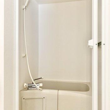 浴室乾燥機、追焚き付きです。※写真はクリーニング・通電前のものです
