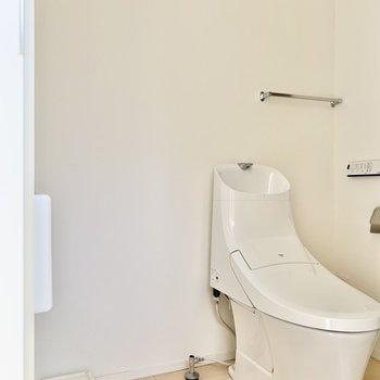 温水洗浄付きトイレも同室。※写真はクリーニング・通電前のものです