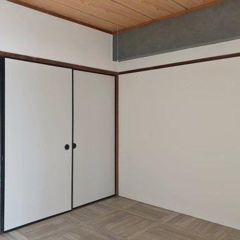 こちらは玄関側、4.5帖の洋室。