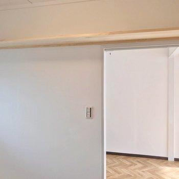 入り口の内側には木の棚もありました!