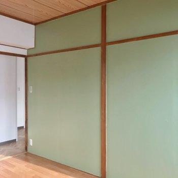 一面はグリーンで塗装されています。爽やかな雰囲気♩