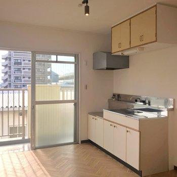 キッチンは壁付けなので家具の配置に困ることもなさそうです。