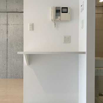TVモニタ付ドアホン付きで防犯面も安心。