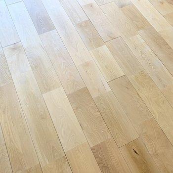 さらさら無垢床で気持ち良い〜!