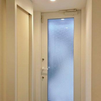 玄関にもクール暖のパネルがあるから快適。