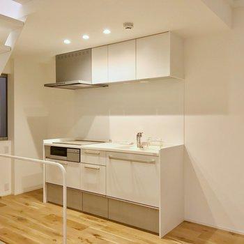 キッチンは白で統一。