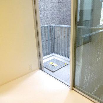 メタリックなバルコニーが良い※写真は5階の同間取り別部屋のものです